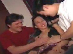 STP7 filippinsk tonåring njuter av sin odelade uppmärksamhet!