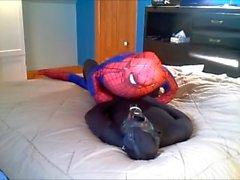 svart spandex verses spiderman