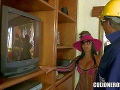Reiz Latina total Mütter Natasha winzigen rosa Bikini