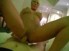 Amputado alemão blonde milf fodido no hotel