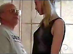 Niedliche Zopf Teen mit Old Man verführt