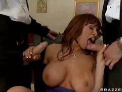 Büyük boobed Seksi anneler bir kez iki büyük Ağzına alır işler