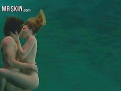 Vedenalaiseen alaston kohtauksia