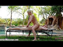 Todo el masaje de la muchacha Anikka Albrite que lame Dani Daniels