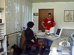 Milf munaa toimistolla