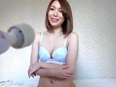 Amateur asian hottie toying her pussy on web cam