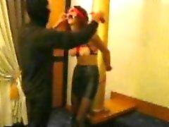 La esclava Katherine empatada y castigada