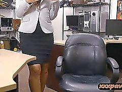 Kiinteä ass tyttö pilkkasivat jonka ikäviä nappula kaveri vuoden pawnshop