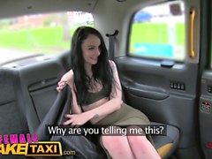 Женский поддельный такси Удивительная киска ест оргазм