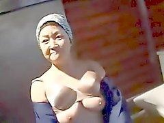 Japanische mollige Älteres Putzfrau