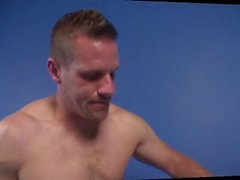 DILF güreş azgın gay seks dönüşüyor