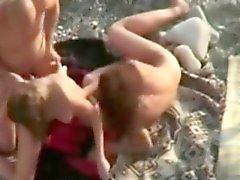 Public Orgia på stranden i m Freak flickor