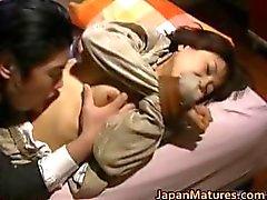 Mulher japonesa é part1 crespos e maduro
