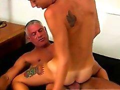 Boy sexe gay pleine longueur Josh Ford est le genre de muscle dadd