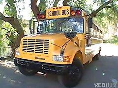 Tatlı genç sarışın öğrenci berbat veokul otobüsü sürücüsü sikikleri