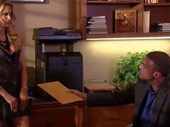 De jessica a Drake ofrece trabajo garganta el despacho