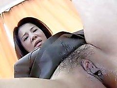 De yoko de Kido japoneses Mamã Bouncing como uma vaqueira