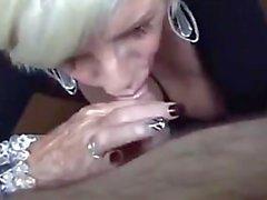 Granny golosa mamando rico