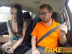 Fake Driving School Gamer babes pussy coberto de cum após blowjob