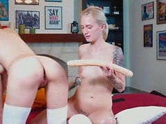 Naiset nauttivat tavaroiden asettamisesta aasiinsa