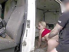 taklit polisler horoz tarafından dövülerek yapılan Bigtitted brit in
