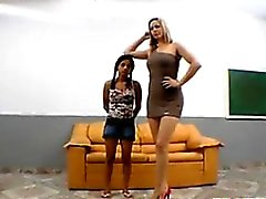Телосложение Аппетитный бразильского злоупотреблений со стороны некоторых большие ноги