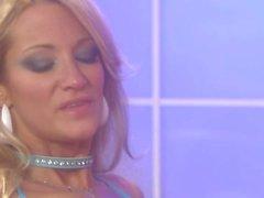 Vollbusige Jessica Drake erhält doppelten dildoed