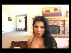 Rebeca Linares belo broche