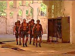 Militares al aire libre follando
