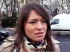 Amateur brünett Tschechische Mädchen im Auto zur Geld gefickt