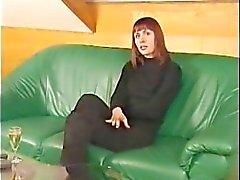 Mamá Alemania masturbándose para la cámara