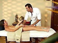Petit de Delilah de Davis permet d'une masseuse MBJ