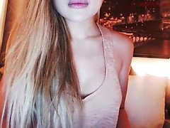 Sexig blondin Kylie stirps för varm booby solo