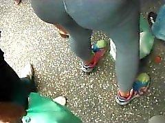 culo pública a tientas en la calle