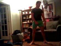 Som STR8 killar bara Wrestle av Underwear , en kille som bollar Popkonst Avgångstid