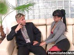 HumiliatedMilfs - Horny Sekretärin liebt einen Schwanz in ihren Arsch