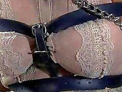 Slave recebe perfuração vicioso
