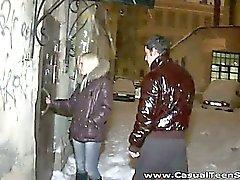 Hält es schneite Außenseite aber in dieser Wohnung Leute die Dinge
