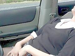 geile Mutter beendet Auto masturbieren