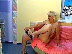 Russian Blonde Kýllý Nina Silver tek başına 1.