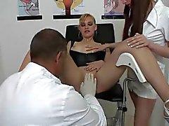 Nederländska blondin besöker Squirt Clinic del 1