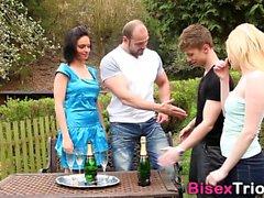 Bisexuelles Zaubergesicht spritzt