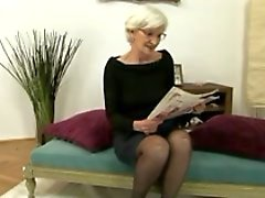Gris Poil Granny Lit Éjaculations internes