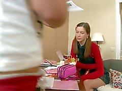 Шаг Bro Seduce сводная сестра Трахаться в то время как домашнее задание