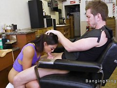 Ebony coiffeur bangs dudes grosse bite