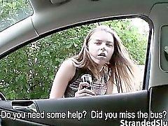 Große Titten Teenager Marina wird gefickt Outdoor