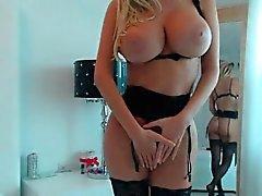 Hot blonde big tits Nahaufnahme masturbieren