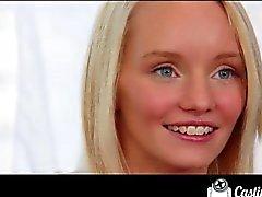 CastingCouch -X superbe blonde d'auditions étudiante