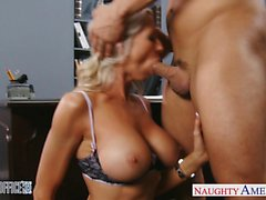 Reizvolles blondes Emma Starr erhält im Büro nagelt