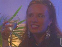 Blonde Brooke Баннерная получает свой жесткие киска заполненную черная Дика